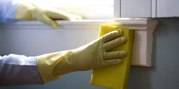 cleaning trim with a sponge