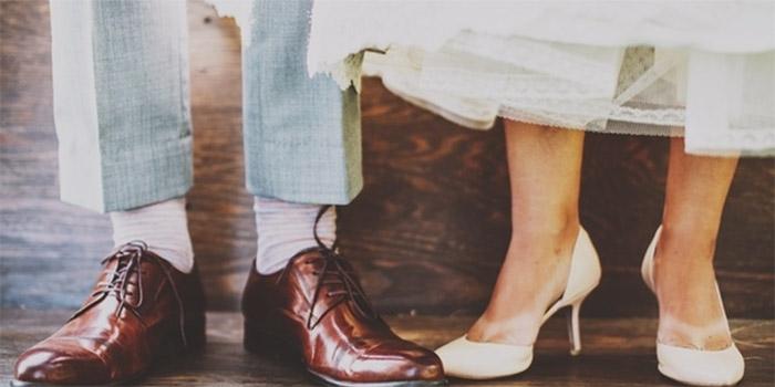 bride and groom feet green wedding