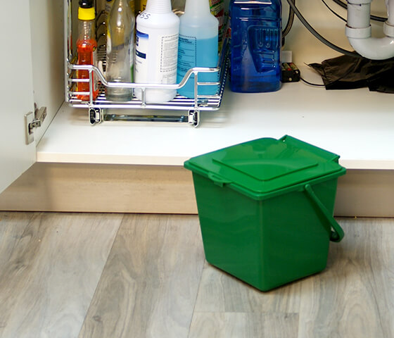 Busch Systems green Kitchen Composter container with lid and handle