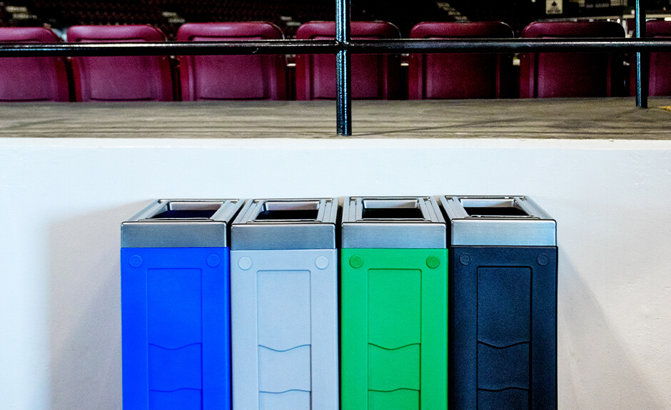 Two Busch Systems Evolve containers side by side in blue for recycling and black for waste collection